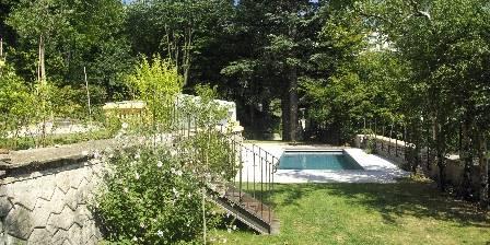 L'annexe de la Villa Roassieux Le jardin et la piscine de la propriété