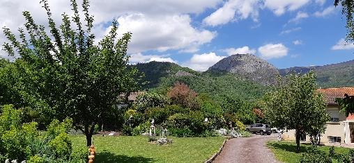 Bed & breakfasts Ariège, from 200 €/Semaine. House/Villa, Tarascon sur Ariège (09400 Ariège), Charm, Garden, WiFi, Parking, 1 Double Bedroom(s), 3 Maximum People, Chimeney, Mountain View, No Smoking House. A proximité : ...
