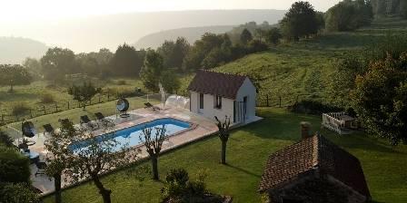 Chambres et table d'hôtes Edenswing La piscine vue de la terrasse