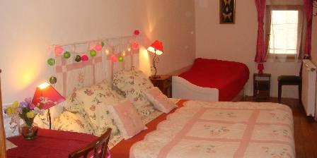 Accueil Au Village Bedroom Fuchsias