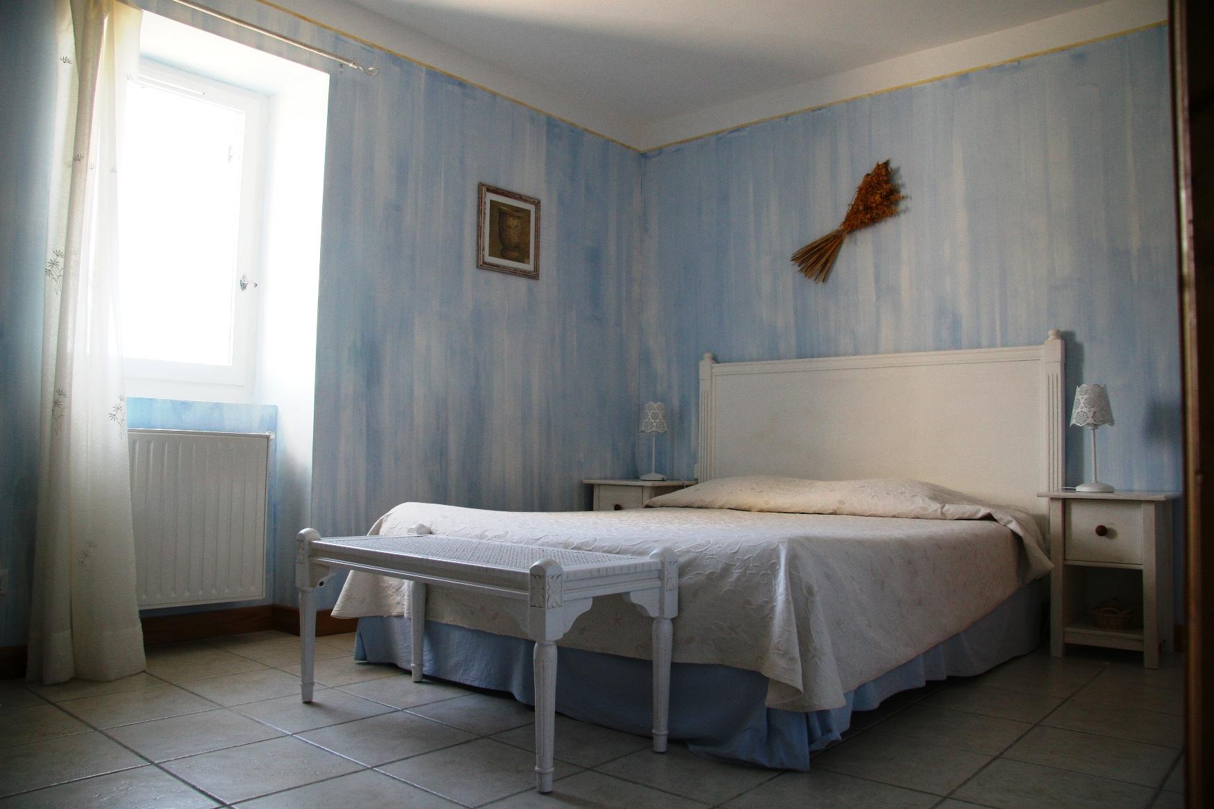 les hauts d 39 issensac une chambre d 39 hotes dans l 39 h rault dans le languedoc roussillon album. Black Bedroom Furniture Sets. Home Design Ideas