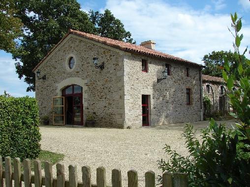 La piscine (Plus de photos sur : www.lafermedelecorce.com)