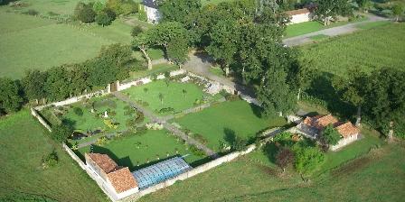 Gîte du Pressoir Domaine de l'Ecorce, Jardin Clos vu du ciel
