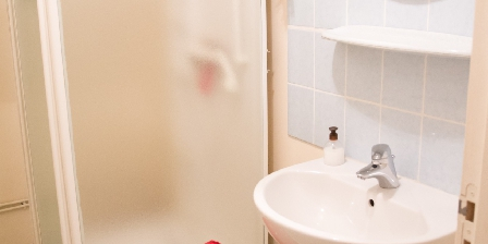 Le Pradel Salle d'eau chambre Maronne et Souvigne