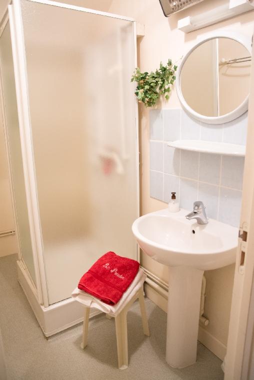 Chambre d'hote Corrèze - salle d'eau chambre Maronne et Souvigne