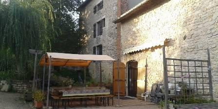 Gîte du Moulin de Jonc Terrasse plein sud sous 2 pergola
