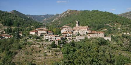 Cabanes d'hôtes sous les arbres les Cabistous  Antraigues village de Jean Ferrat