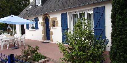 La Maison Bleue La terrasse et le barbecue
