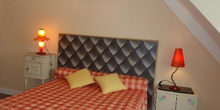 La Maison Bleue Une chambre de l'étage (lit double)