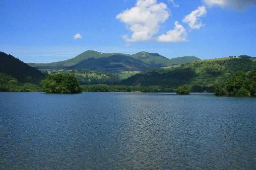 le lac Chambon et le massif du Sancy