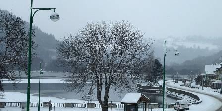 Gîte Guery Le lac en hiver vu du gîte