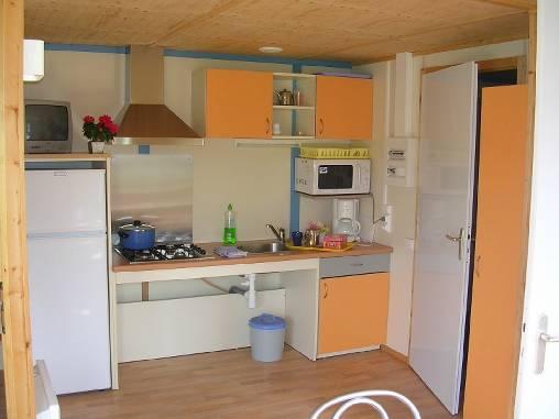 La cuisine aménagée et adaptée