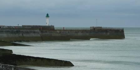 Le Pré Marin,<br> deux chalets accessibles Le phare de St Valéry en Caux (front de mer accessible)