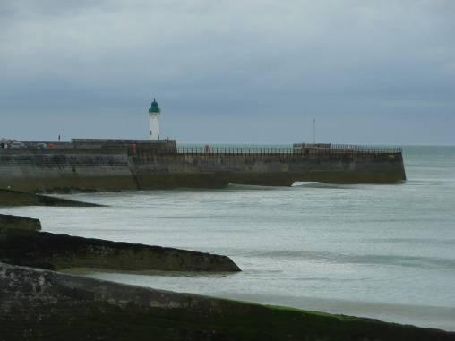 Le phare de St Valéry en Caux (front de mer accessible)