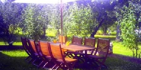 Les Salzards Un des salons de jardins