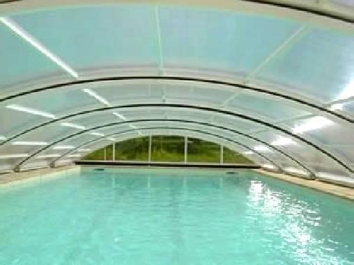 vue piscine sous dome solaire