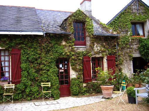 Bed & breakfasts Maine-et-Loire, from 59 €/Nuit. House of character, Chemellier (49320 Maine-et-Loire), Charm, Guest Table, Garden, WiFi, T.V., Baby Kits, 3 Double Bedroom(s), 7 Maximum People, Lounge, Snooker, Chimeney, Blue Ca...