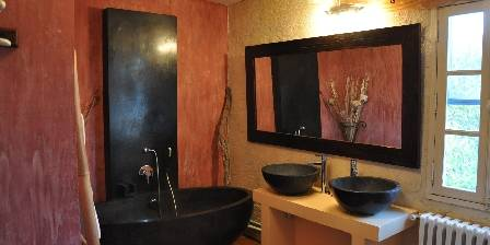 Mas Bardouine Salle de bains de la chambre Flamboyante