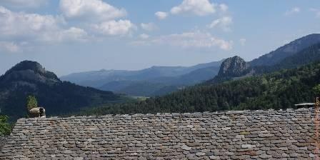 La Retrouvade Vue sur les sucs en plain Geopark des Monts d'Ardèche