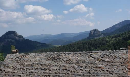 Vue sur les sucs en plain Geopark des Monts d'Ardèche