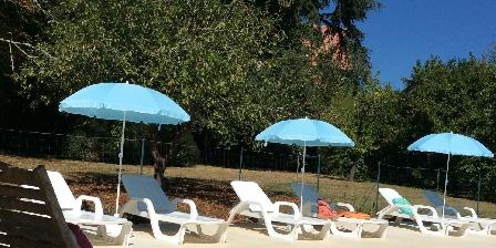 Le Manoir en Agenais Piscine solarium parc boisé parking domaine du Manoir en agenais