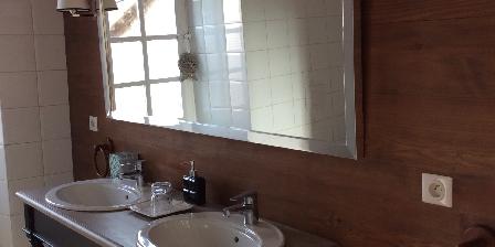 Chambre d'hotes Le Manoir en Agenais > salle de bain privée chambre d'hôte du lot et garonne