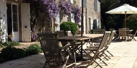 Chambre d'hotes Le Manoir en Agenais > terrasses en pierre extérieres Manoir en agenais b&b du lot