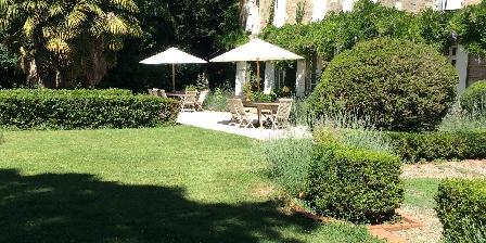 Chambre d'hotes Le Manoir en Agenais > terrasses extérieures en pierre