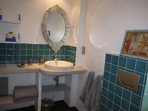 la salle de bain du studio appartement