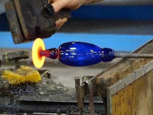 le verre soufflé de la verrerie de Biot