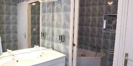 Air Aubrac Montpeyroux Salle de bain