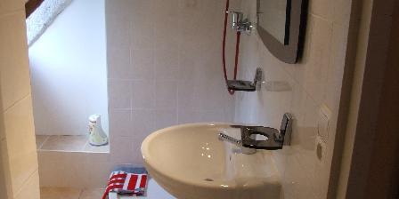Air Aubrac Montpeyroux Salle de bain étage