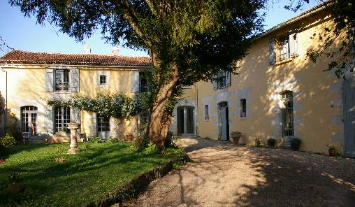 Bed & breakfasts Vienne, from 50 €/Nuit. House of character, Monts-sur-Guesnes (86420 Vienne), Charm, Guest Table, Swimming Pool, Garden, WiFi, Parking, 1 Single Bed(s), 3 Double Bedroom(s), 7 Maximum People, Lounge, Chi...