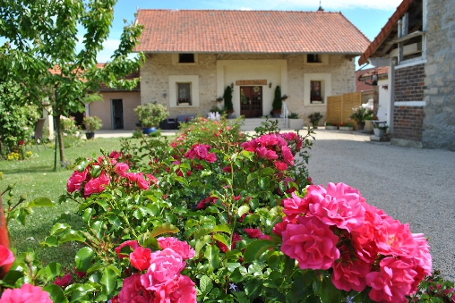 Bed & breakfasts Aisne, from 52 €/Nuit. House of character, Sainte-Croix (02820 Aisne), Charm, Guest Table, Garden, Baby Kits, Parking, 5 Double Bedroom(s), Lounge, Chimeney, Kids Games, Country View, Autres langues par...