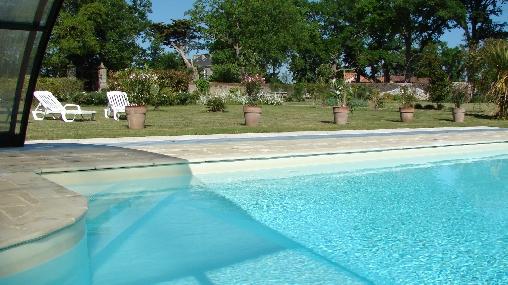 La piscine  dans le Jardin Clos