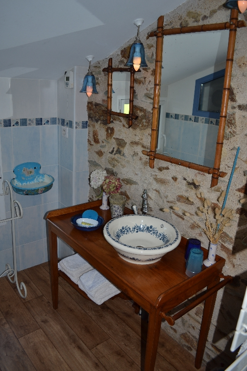 Céleste : Salle-de-bain, WC séparé