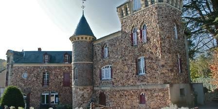 Gite Castel des Cèdres > Le Castel des Cèdres à l'avant