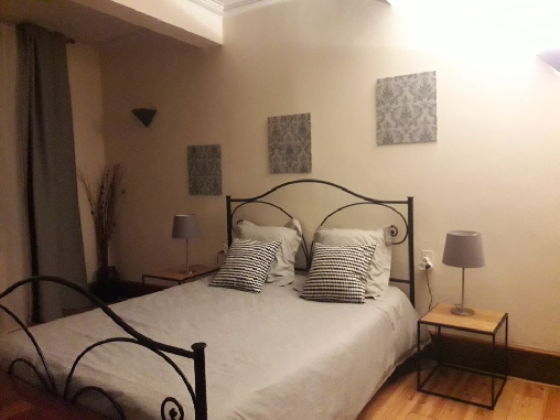 Bed & breakfasts Ariège, from 60 €/Nuit. House of character, Tarascon sur Ariège (09400 Ariège), Charm, Net, WiFi, Baby Kits, 3 Double Bedroom(s), 1 Suite(s), 12 Maximum People, Lounge, Library, Chimeney, Clévacances 3 C...