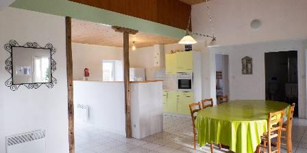 Gîte de la  Nauliére Cuisine ,vaste salle de séjour