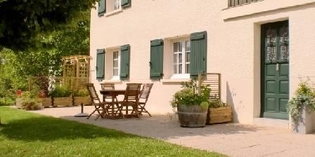 La Savignyenne Entrée et terrasse réservées aux hôtes