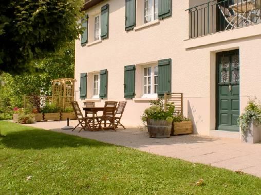 Chambre d'hote Côte-d'Or - Entrée et terrasse réservées aux hôtes