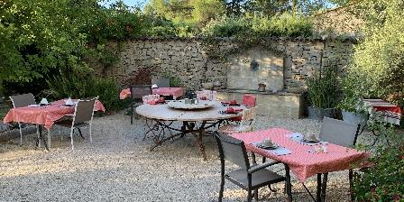 Bastide Ste Agnès Tables du petit déjeuner