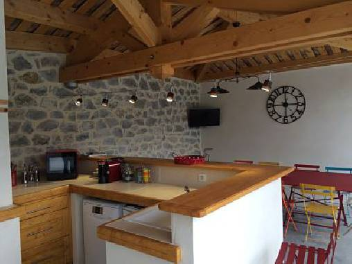bed & breakfast Ardèche - Summer kitchen and dining area: high-end