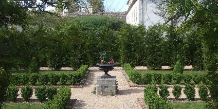 Abbaye du Val des Choues Jardin-cloître