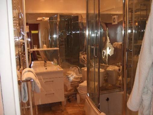 Salle de bain chambre saumon