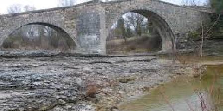 La Petite Campagne Le Pont Roman à deux pas