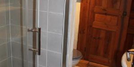 Gite Les Fermes du Château - Gîte le Cantou > Salle de bain