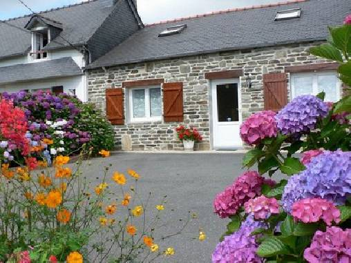 Bed & breakfasts Finistère, from 250 €/Semaine. House/Villa, Pleyben (29190 Finistère), 1 Single Bed(s), 2 Double Bedroom(s), Lounge, Travel Cheques, Country View, Pets forbidden. A proximité : Chateaulin 12 km, Quimper 30 ...