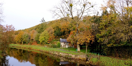Les Hortensias  2 Le canal de Nantes àBrest à Pleyben