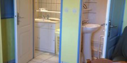 Gîte Chez Josy La douche et les toilettes
